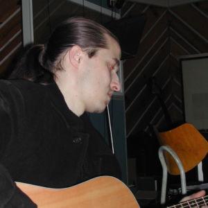 Honza Janík dohrává kytary na Vztahy